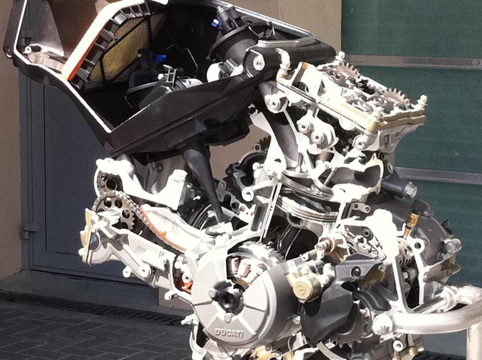 motore, in sezione, della ducati 1199 panigale. | ducatisti.blog